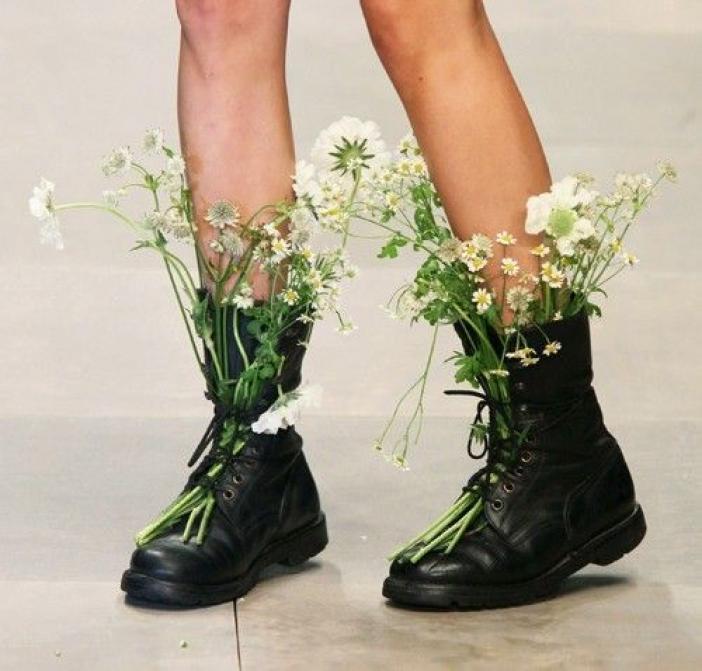 Цветы в туфле фото